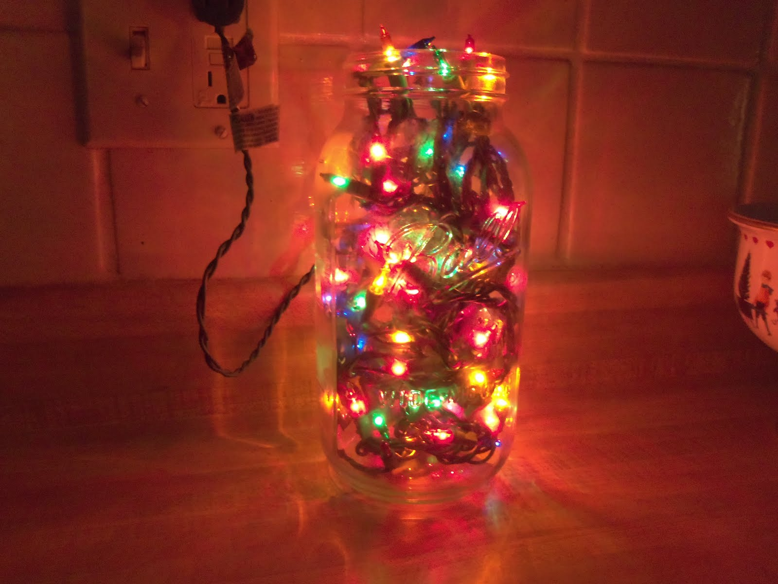 ... this neat thing on Pinterest...: The EASIEST Christmas decoration EVER