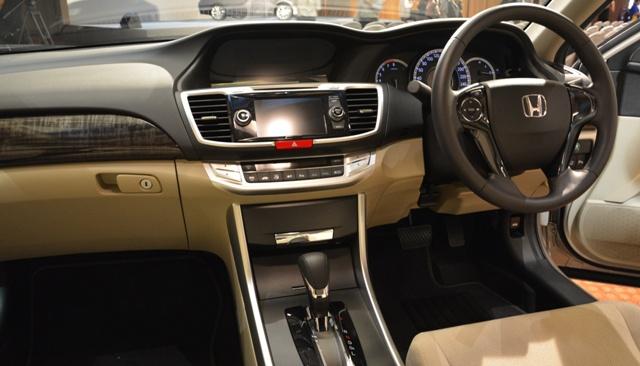 Interior Mobil Honda Accord 2015