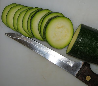 freshly cut zucchini slices