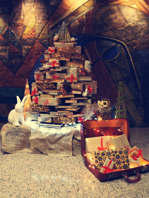 Árbol de navidad alternativo hecho con libros