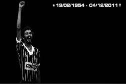 Pesar: Lula, Dilma, parlamentares e dirigentes petistas homenageiam o jogador e militante Sócrates