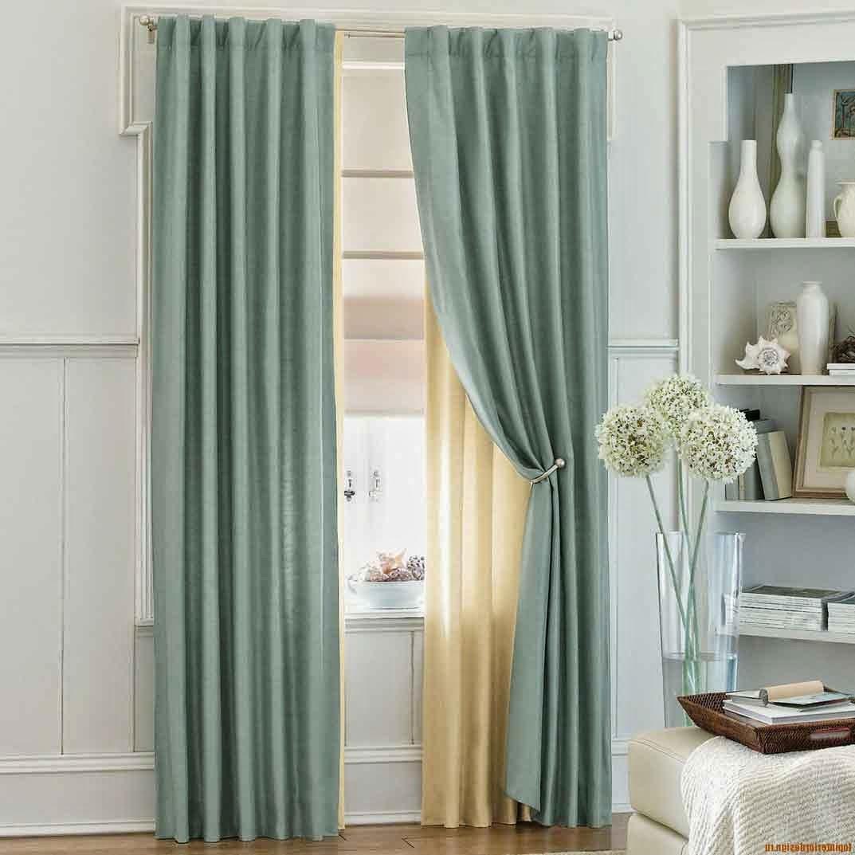Les rideaux sont les éléments qui habillent la chambre et lui donne une ambiance particulière.