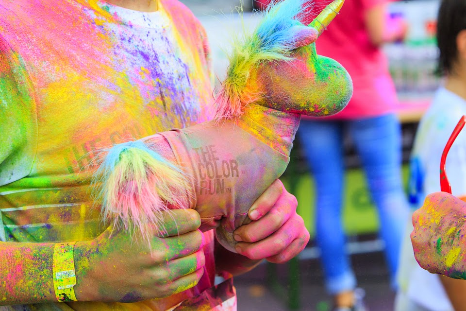 Invitaţie la The Color Run 2015. Un eveniment inedit de alergare. Unicorn