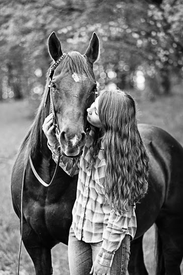 How to take portraits with horses | taking senior pictures with horses | photographing horses