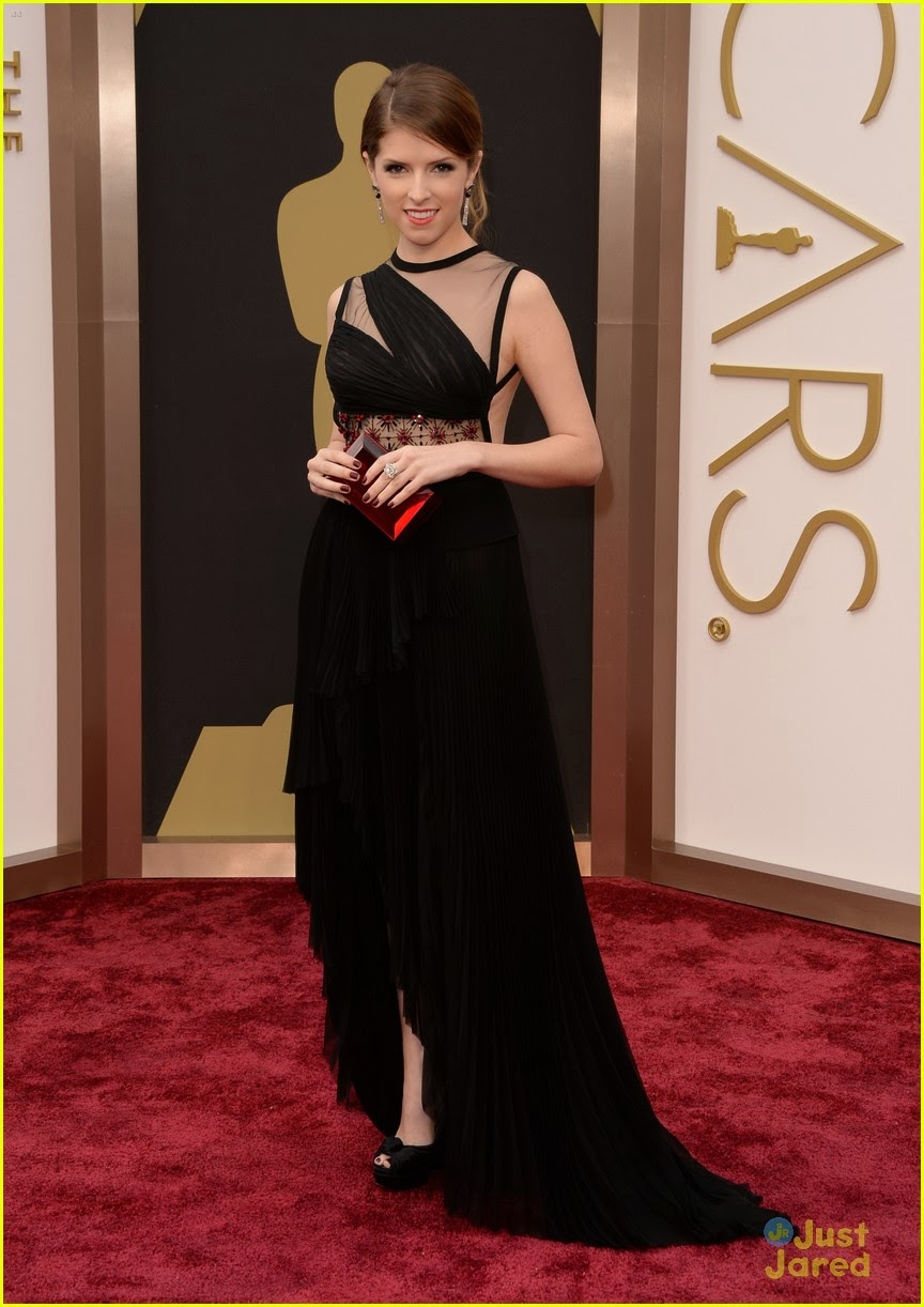Black dress nails - For The 2014 Oscars Awards Anna Kendrick Wore A Gorgeous J Mendel Gown Piaget Jewelry Rauwolf Clutch And Christian Louboutin Heels And To Tie It All
