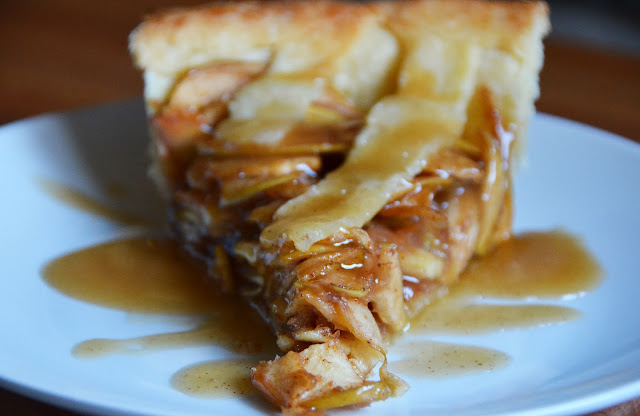 Vegan Caramel Apple Pie & Caramel Sauce