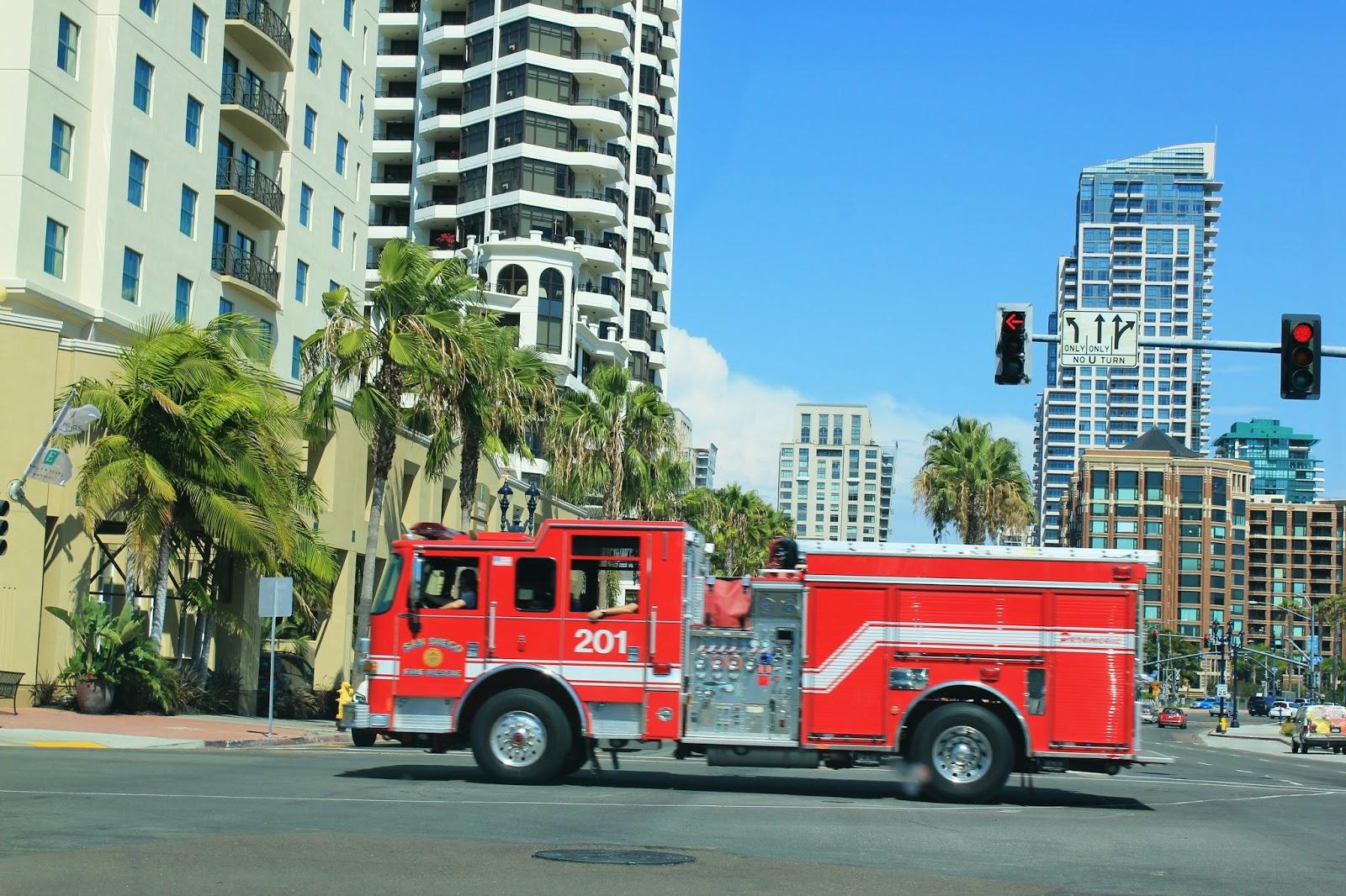 les tribulations d 39 une famille fran aise en californie les sir nes des voitures d 39 urgence. Black Bedroom Furniture Sets. Home Design Ideas