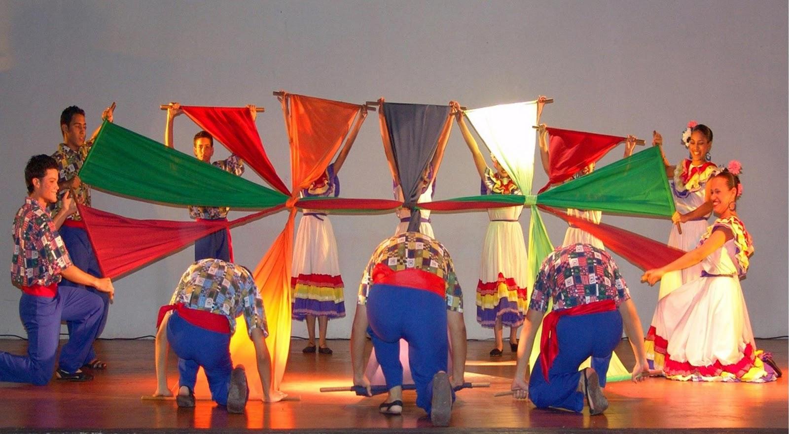 este bloc de Danzas Tradicionales del colegio Católico San JOSE