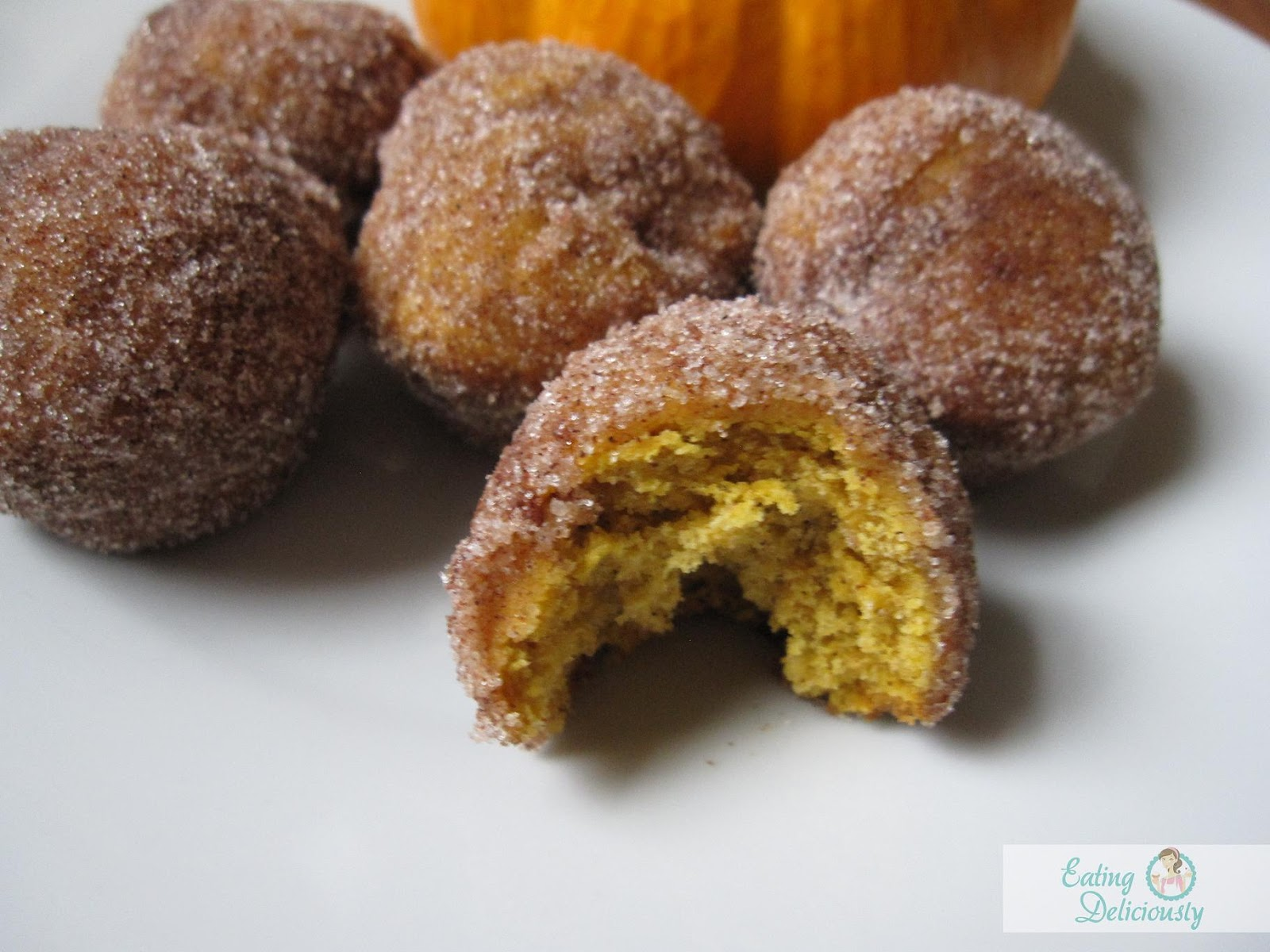 Eating Deliciously: Mini Pumpkin Doughnut Muffins