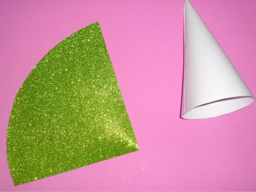 Pin topiarios de dulces pelautscom cake on pinterest - Como hacer un cono ...