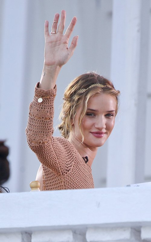 rosie huntington-whiteley hair colour. I love the musky pink colour