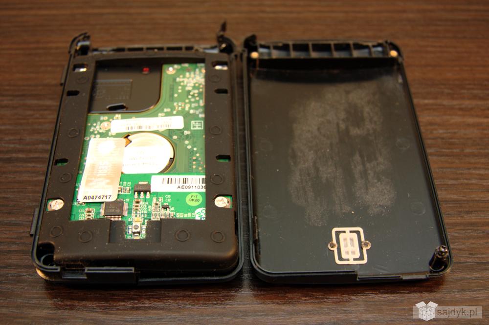 Wnętrze obudowy PQI portable HDD 560