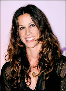 Picture of Singer Alanis Morissette who had postpartum depression
