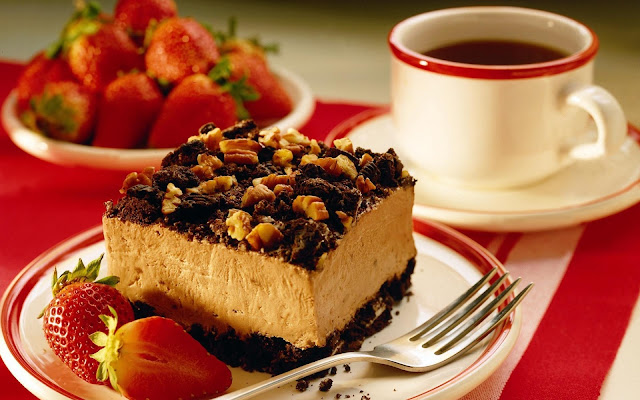 Strawberry Nutty Cake