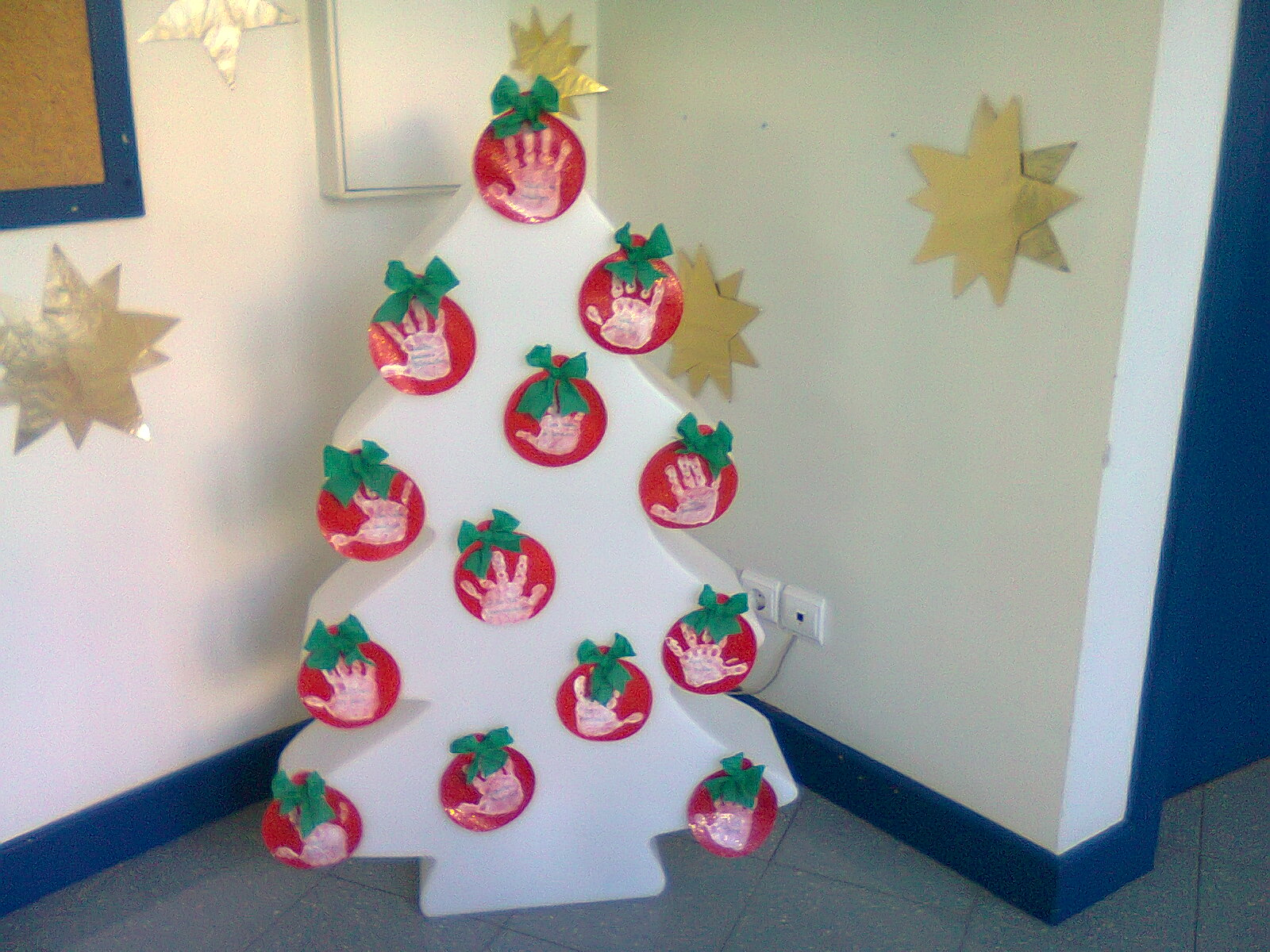 #132D44  Motivos de Natal : Coroa e pinheiros decorados com material reciclado 1600x1200 px Banheiros Decorados Com Material Reciclado 1203