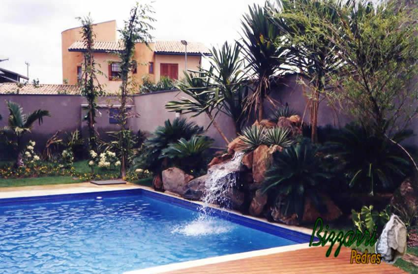 Bizzarri pedras piscina e cascata com pedras - Piscinas rusticas ...