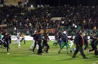 75 muertos dejan disturbios en el fútbol de Egipto