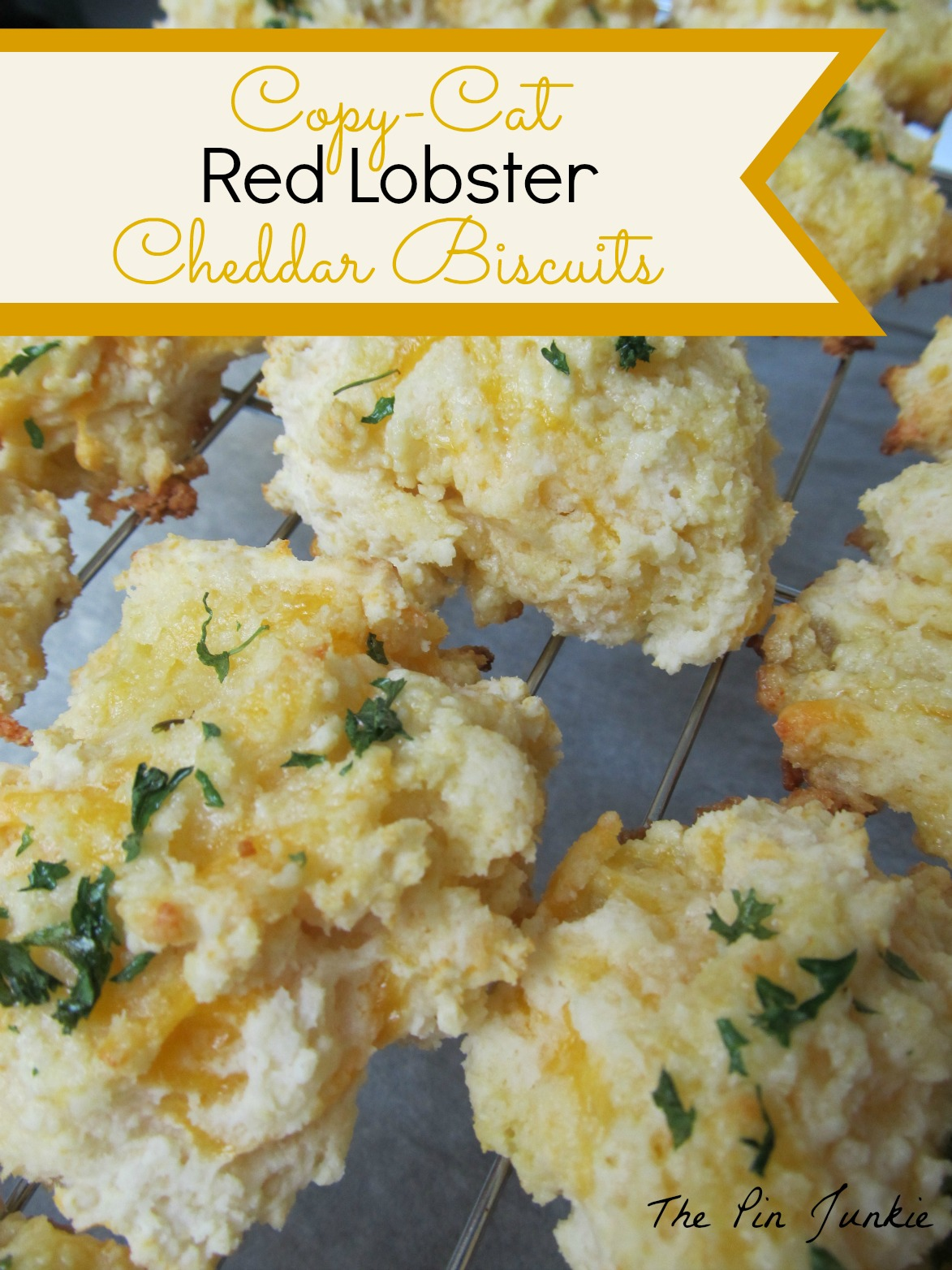 http://www.thepinjunkie.com/2013/05/red-lobster-cheddar-biscuits.html