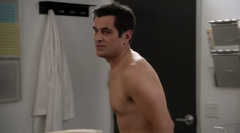 Ty Burrell Shirtless in Modern Family s3e11