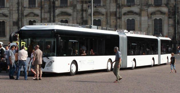 Pemandangan dari luar bas terpanjang di dunia yang bakal diperkenalkan di Jerman Oktober ini.