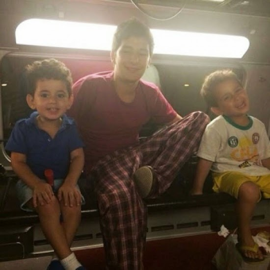 أصالة تفرج عن صور جديدة لأولادها الثلاثة وشقيقتها
