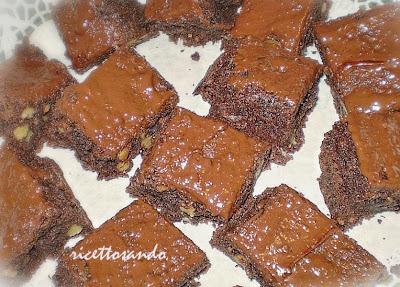 Brownies di cioccolato e noci ricetta dolce di quadrotti di cioccolato