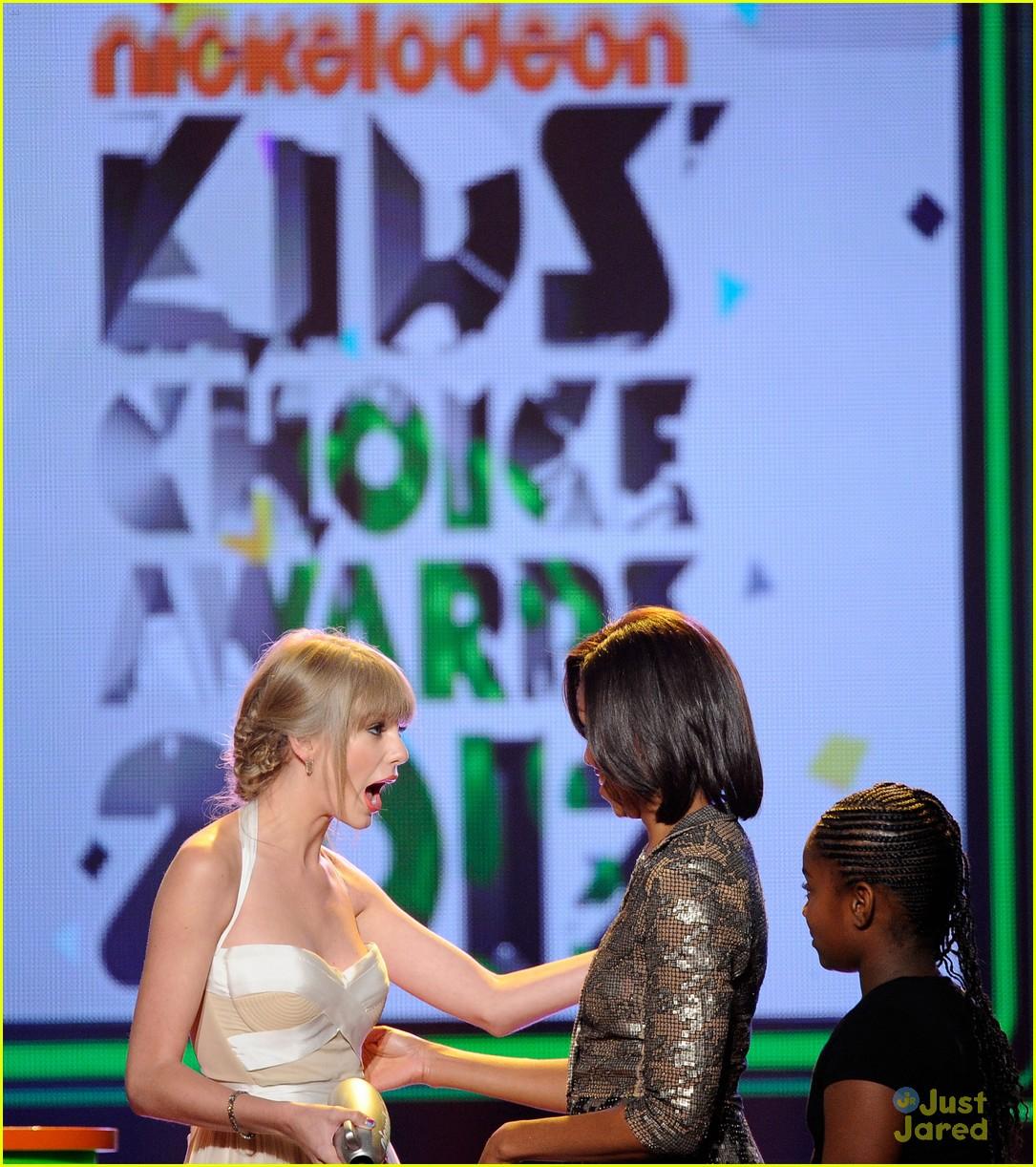http://4.bp.blogspot.com/-lnzjw197D7w/T3kYoKajvmI/AAAAAAAAAII/kGuO5pQBWvY/s1600/taylor-swift-kids-choice-awards-10.jpg