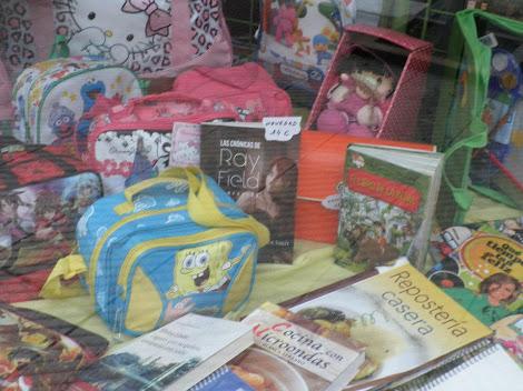 Librería Papelería ESFERA -En Oviedo . Vende Las Crónicas de Ray Field