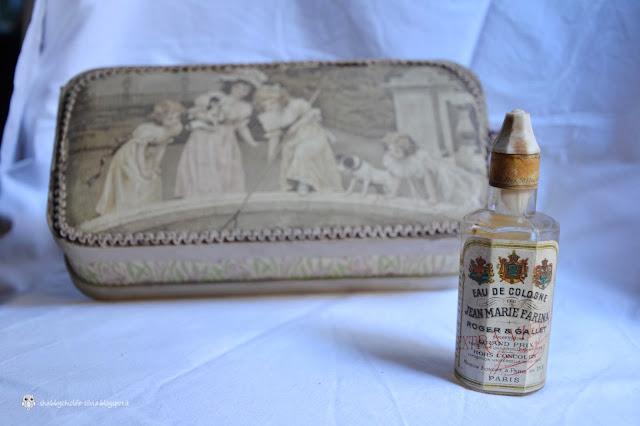 bottiglia e scatola vintage