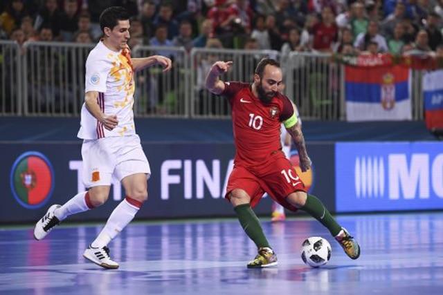 Passe é fundamento básico no Futsal