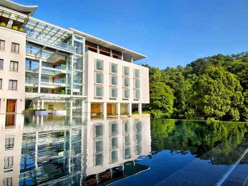 Padma Hotel Bandung dari Luar