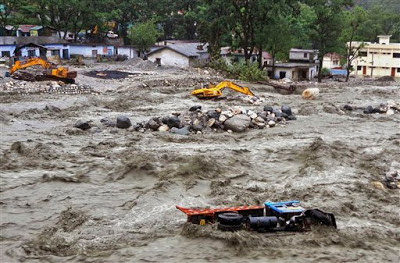 EL MONZON SE ADELANTA Y CAUSA GRAVES INUNDACIONES Y DESLIZAMIENTOS EN INDIA