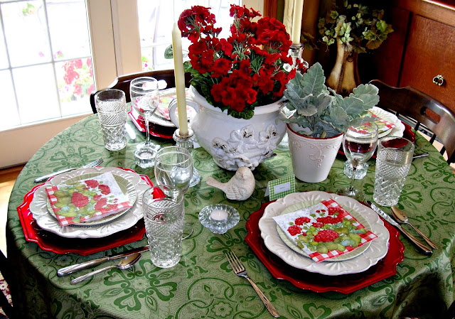 Beautiful Red and Green Summer Tablescape inspired by Traditional Home Magazine