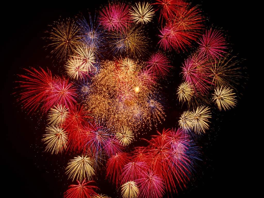http://4.bp.blogspot.com/-lom2ZkUEVt0/T_R8CWX-DrI/AAAAAAAAvnI/fV6k79Adxvs/s1600/fireworks-wallpaper_1024x768_37104.jpg