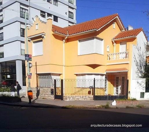 Casa residencial de estilos combinados en un barrio de Buenos Aires