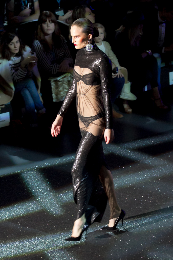 Modelo negro MBFW Madrid Desfile Otoño Invierno 2015: Welcome to Fabulous ANDRÉS SARDÁ