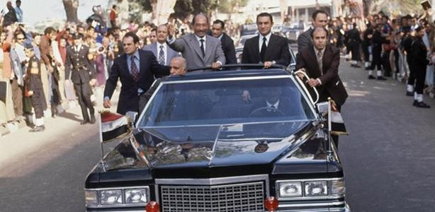 سيارة الرئيس الراحل أنور السادات للبيع.. تعرف على التفاصيل