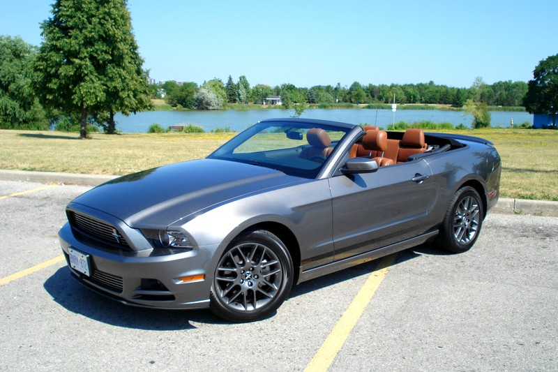 ford cars 2013 ford mustang v6 convertible. Black Bedroom Furniture Sets. Home Design Ideas