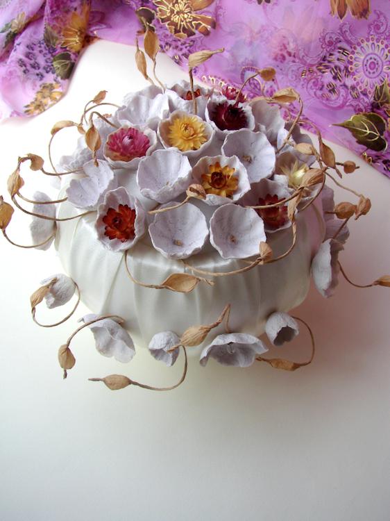 Centrotavola con fiori di carta per matrimonio eco-friendly in stile boho, rustico