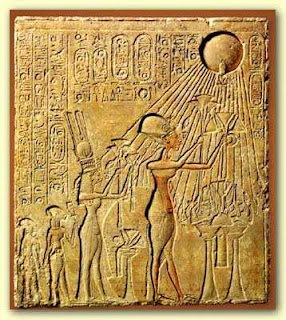Worshipping the Aten - Wikimedia Commons Public Domain