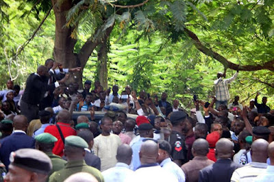 images of nnamdi kanu supporters outside abuja court