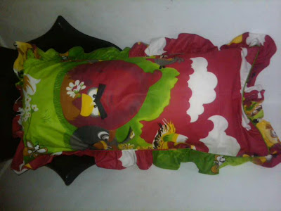 Bantal Cinta Angry Birds Merah