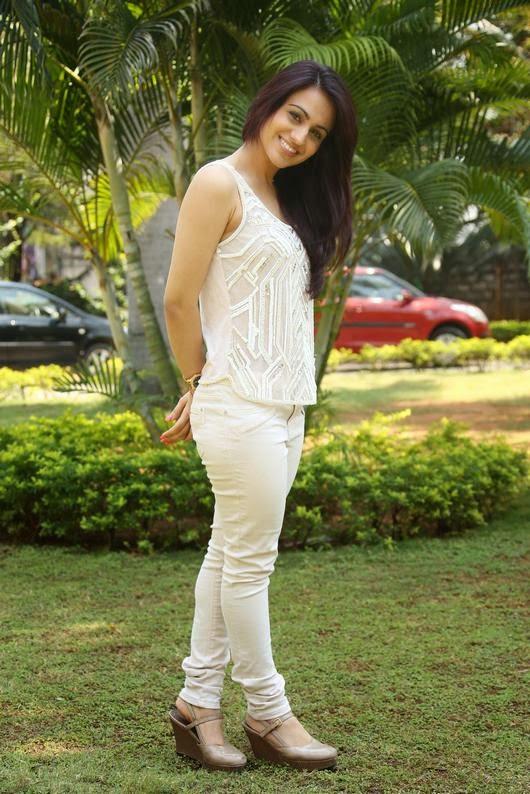 Actress Aksha Latest Awesome Pics
