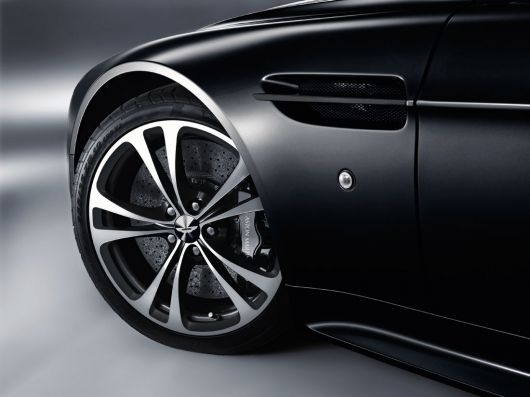 aston-martin v12 vantage carbon black series.jpg