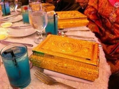http://4.bp.blogspot.com/-lqCHUsNZHOI/Uc_T-zKsUfI/AAAAAAAACCo/S18vo9WghaU/s400/Gambar+Istiadat+Perkahwinan+DiRaja+Kelantan+-+Brunei+8.jpg