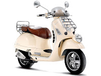 2013 Vespa GTV 300ie scooter picture 1