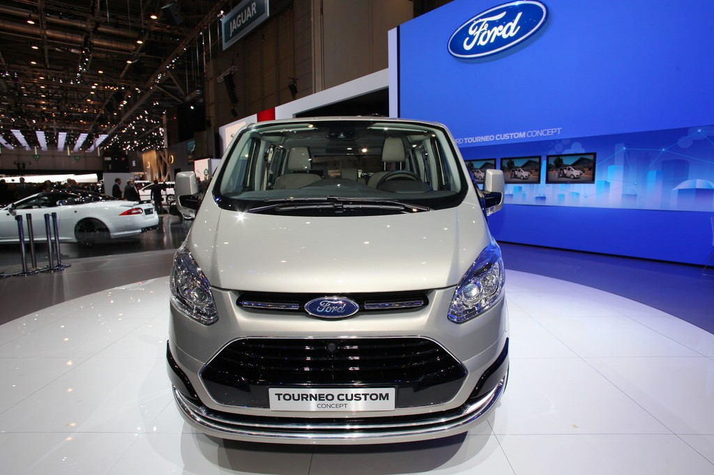 2013 Ford Transit Shows The New Generation Tourneo Custom Concept