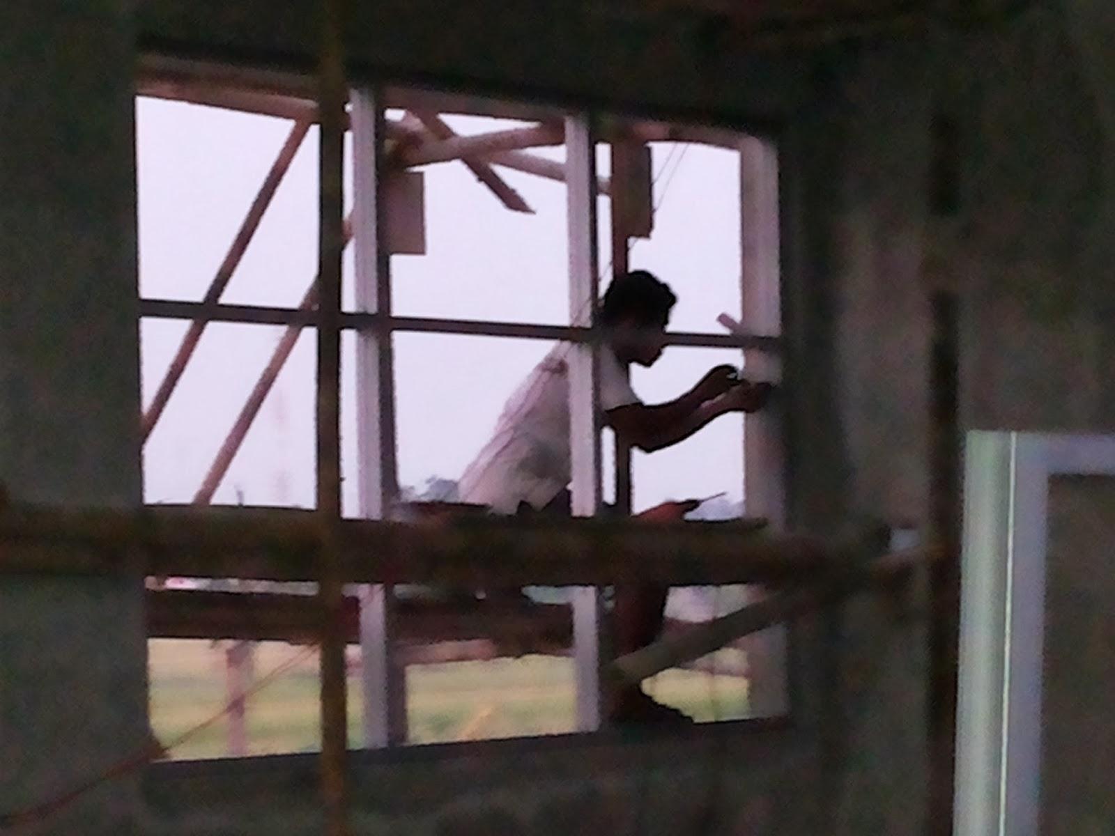 setelah proses perakitan selesai, proses selanjutnya dengan pemmasangan di tembok.