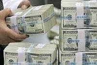 مختصون يقترحون إقرار قانون ينظم تحويل العملة في العراق