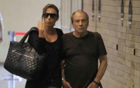 Pois é... O grande problema atual do Brasil é o vazamento de fotos íntimas do ator Stênio Garcia e de sua mulher, Marilene Saade. Haja saco pra tanta futilidade... Saco.  Obs: Na foto uma bolsa e 2 malas.